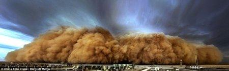 Пронесся по пыльной дороге на Жигулях