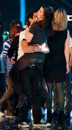У победительницы Евровидения задрали платье