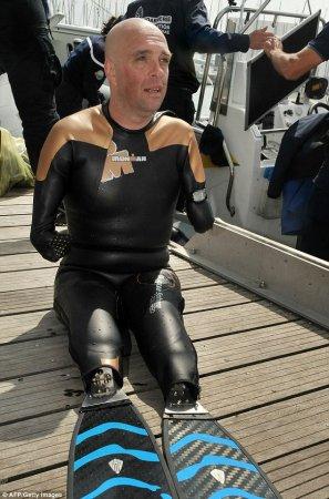 Француз без ног и рук проплыл 22 мили