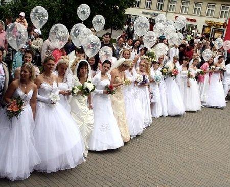 Нашествие невест в Юрмале (фоторепортаж)