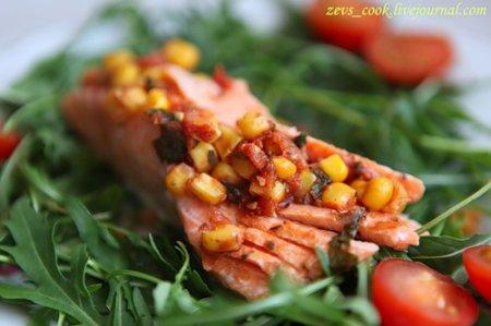 Форель с кукурузно-томатной сальсой