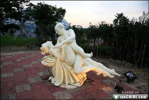 Странные статуи