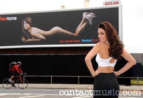 Актриса Келли Брук снялась обнаженной для спортивной рекламы Reebok