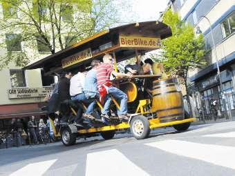 Немецкие города собрались запретить пивные велосипеды