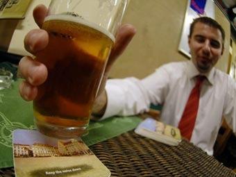 Ученые узнали секрет привлекательности женщин для пьяных мужчин