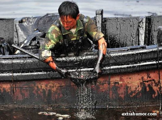 В Китае прорвало нефтепровод