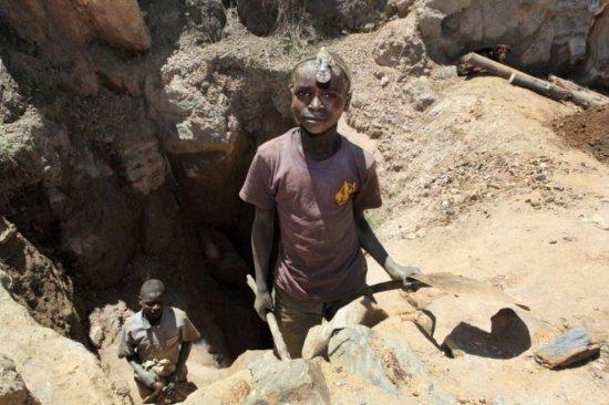 Работа на рудниках в Конго