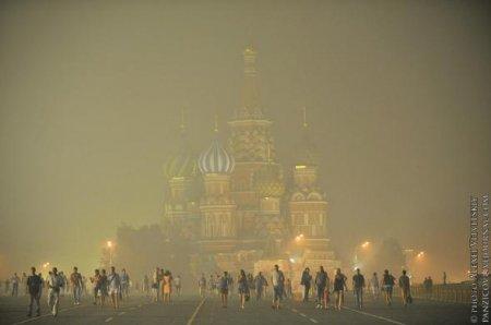 По задымленной Москве ползут страшные слухи