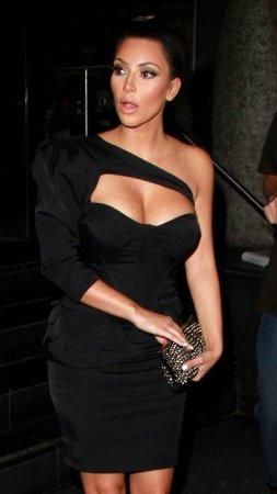 Декольте Kim Kardashian