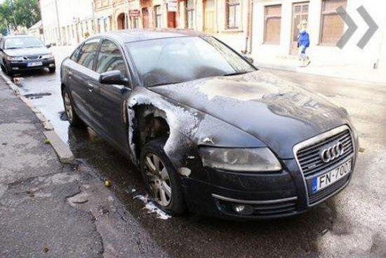 Молния шарахнула в Audi