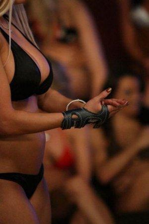 Девушки в бикини с шарами