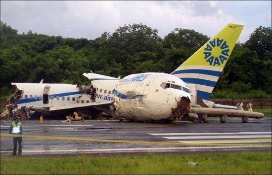 Самолет разбился из-за молнии (?)
