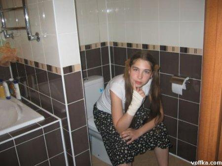 Скрытая камера в туалете больницы установленная как раз над