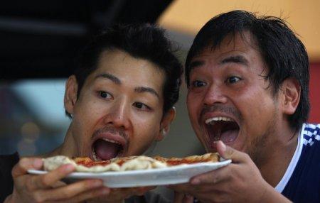 Скоростное поедание пиццы