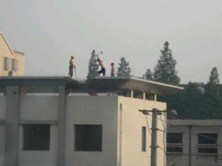 Как сносят дома в Китае