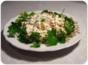 Осенний салат с колбасой