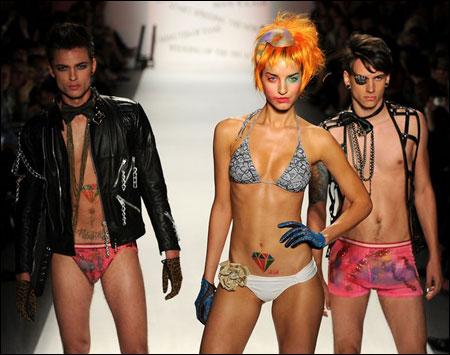 Неделя Моды в Нью-Йорке стартовала с бесстыдства