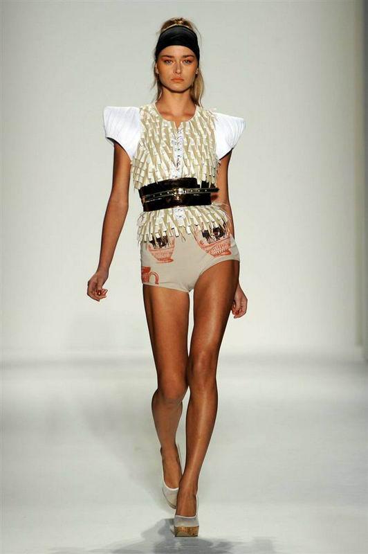 Самые безумные наряды в мире моды