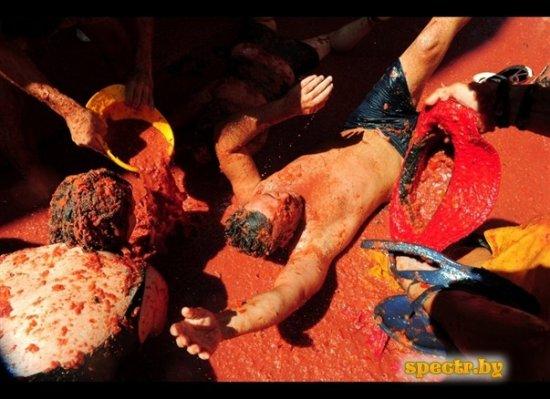 Томатная битва в городе Бунол