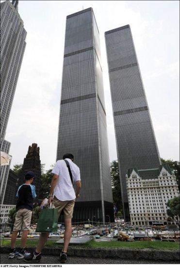 Знаменитые строения в масштабе 1:25