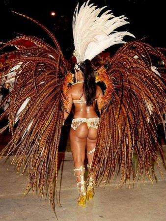 Бразильские девушки с карнавалов