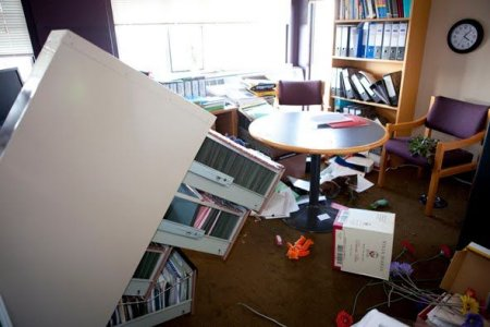 Тряхнуло библиотеку