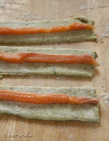 Картофельные клецки со шпинатом и лососем