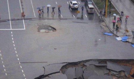 Очередной провал на дороге в Китае
