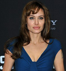 Анджелина Джоли снимает новый тупосюжетный фильм