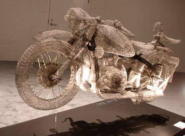 Интересные памятники и скульптуры 1286358168_amazing_3d_sculptures_640_09