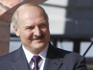 Лукашенко: Надо просить людей, пусть отдадут подписи и за альтернативных кандидатов