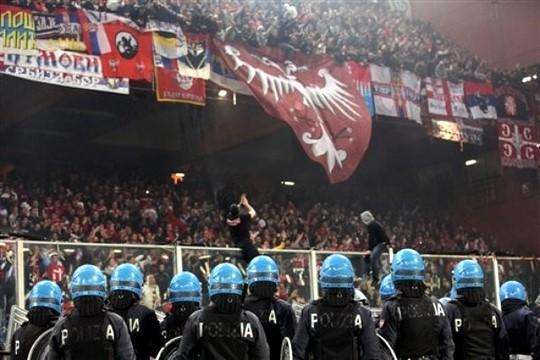 Беспорядки на матче Италия - Сербия [Продолжение..]