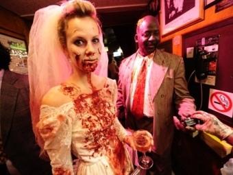В Англии поженились зомби