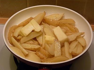 Медальоны из свинины с медом и инжиром, гарнированные жареным картофелем