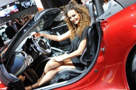 Девушки с 2010 Paris Motor Show