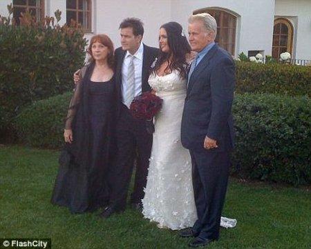 Чарли Шин выдал замуж старшую дочь