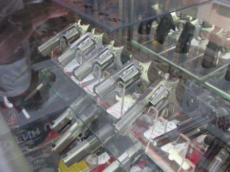 Магазин оружия в США