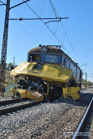 Столкновение поезда с автобусом в Днепропетровске
