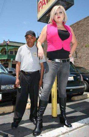 Девушка-гигант из Майами