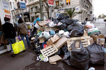 В Марселе бастуют мусорщики