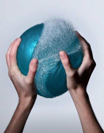 Фотографии лопающихся водных шариков