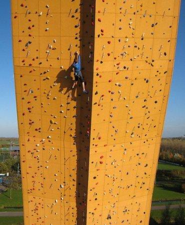 Самая высокая стена для скалолазов