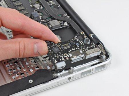 Разбираем 11,6-дюймовый MacBook Air
