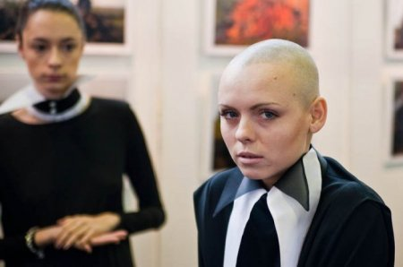 В Москве прошло дефиле траурных костюмов