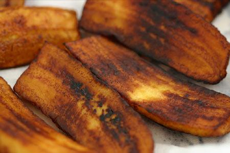 Две белорусские фуры с бананами сгорели в Польше