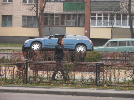 Парковка на заборе
