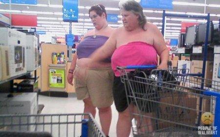 Люди в американском супермаркете