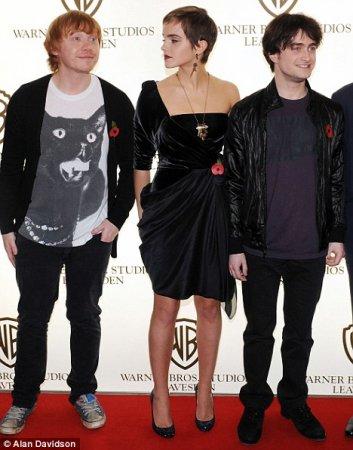 Руперт Гринт, Эмма Уотсон, и Дэниэл Рэдклиф перед премьерой очередной серии Гарри Поттера