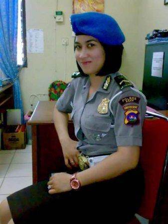 Суровые индонезиейские полицайши