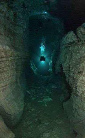 Подводные пещеры